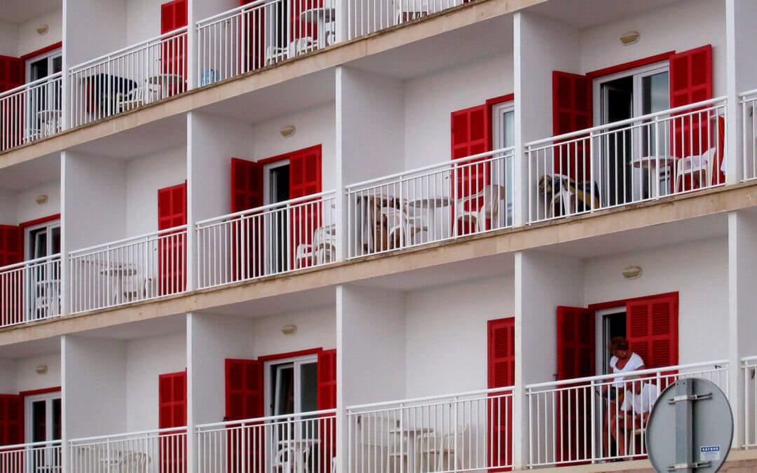 ¿Cómo es el autoconsumo en hoteles?