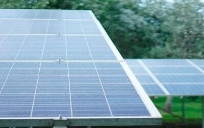 ¿Cómo funciona una placa solar?